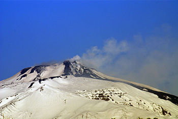 English: Mount Etna from Catania public garden.