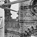 Exterieur LINKER ZIJGEVEL, FRAGMENT VAN DE GEVELTOP - Arnhem - 20302280 - RCE.jpg