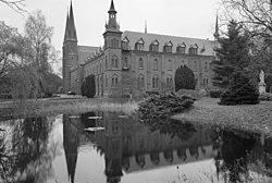 Exterieur overzicht abdijkerk met kloostergedeelte - Berkel-Enschot - 20001112 - RCE.jpg
