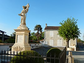The war memorial and town hall in Dœuil-sur-le-Mignon