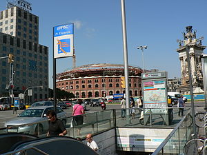 Plaça d'Espanya station - The station's southern entrance from Gran Via de les Corts Catalanes in 2009.