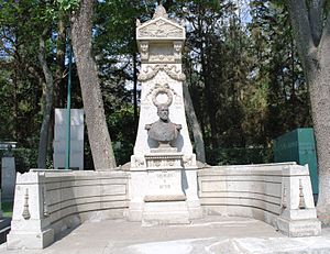 Felipe Berriozábal - Tomb of Berriozábal located in Mexico City