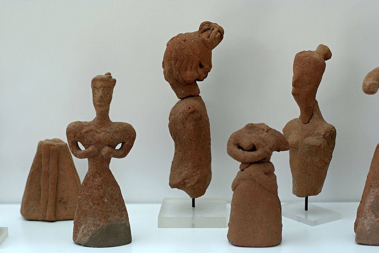 File Female Figurines Clay Minoan Petsophas 2000 1425 Bc Am Ag Nikolaos 0501233 Jpg Wikimedia Commons