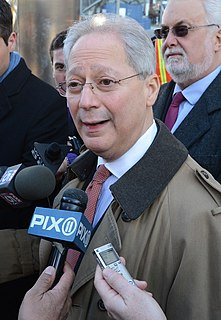 Fernando Ferrer American politician