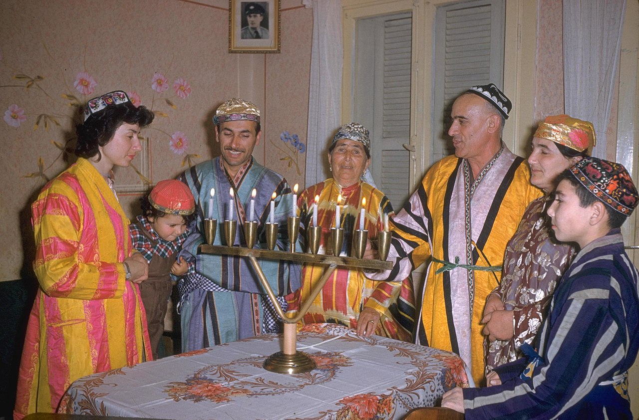 Flickr - Government Press Office (GPO) - FOUR GENERATIONS OF THE KALANTAROV FAMILY LIGHT THE HANNUKAH CANDLES.jpg