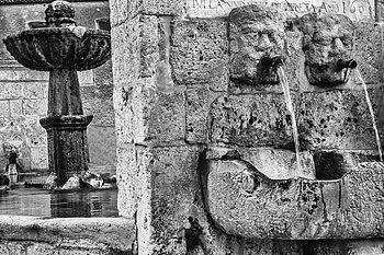 Fontana palazzo adriano.jpg