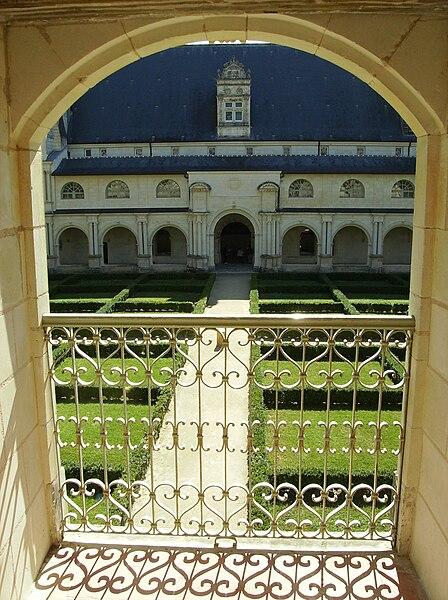 File fontevraud vue d 39 un jardin interieur jpg wikimedia - Jardin hydroponique d interieur ...