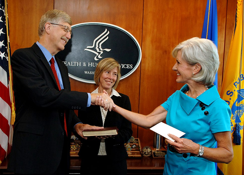 Francis Collins with Kathleen Sebelius after swearing-in ceremony