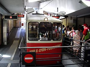 Funiculars of Lyon - Funicular F2 at Vieux-Lyon - Cathédrale Saint-Jean station.