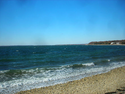 Clear skies in autumn over the Great Peconic Bay, with the Atlantic Ocean as its primary inflow, separating the North Fork and South Fork at the East End of Long Island G-P Bay.jpg