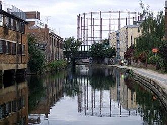 Cambridge Heath - The Regents Canal, northern end of Cambridge Heath.
