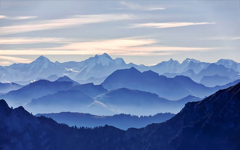File:Glorious-blue-mountain-range.jpg