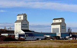 De Winton, Alberta - Image: Grain elevators De Winton Alberta. (8096391073)