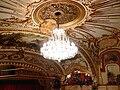 Graz Opernhaus Zuschauerraum Leuchter.jpg