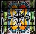 Gumpoldskirchen Pfarrkirche - Fenster 5 Kreuz.jpg