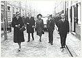 H.M. Koningin Juliana op het Groot Heiligland, ziende naar het zuiden. V.L.N.R. Koningin Margarethe en Prins Hendrik van Denemarken, Koningin Juliana, Burgemeester de Gou en de commisaris van de Konin.JPG