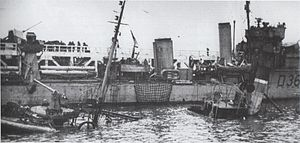 HMS Vivacious (D36) - HMS Vivacious at Dunkirk, France, in late May 1940 during Operation Dynamo. A sunken ship is in the foreground.
