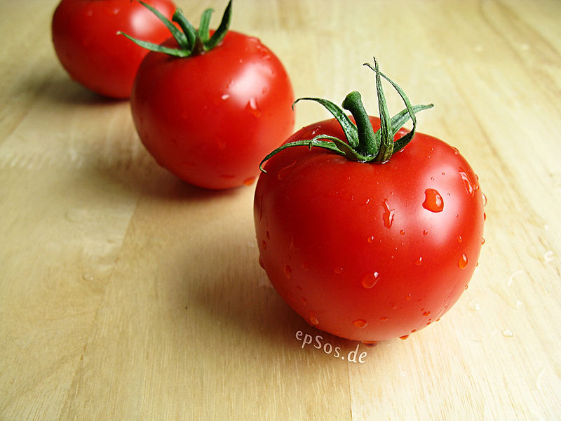 File:Healthy Red Tomatoes with Water Drops.jpg