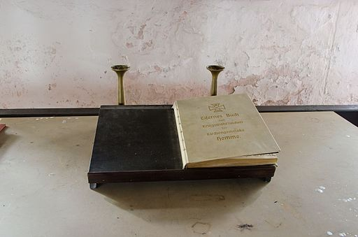 Hemme Kirche Eisernes Buch