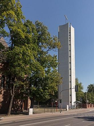 Herzogenrath - Image: Herzogenrath, klokkentoren van de Sankt Gertrudis foto 9 2015 08 30 12.22