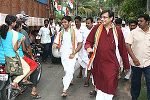 Shashi Tharoor - Shashi Tharoor at a march parade with NSUI President Hibi Eden and other Congress workers in Ernakulam, Kerala.