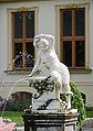 Hohen Schwarfs Brunnen vor dem Gutshaus.jpg