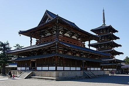 法隆寺の仏教寺院は世界最古の木造建築です。 聖徳太子の委託により、日本の仏教の始まりを表しています。