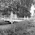 Houten brug met hek op het landgoed - Nieuwersluis - 20141516 - RCE.jpg