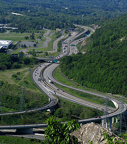 The interchange between I-87 and I-287 in Suffern. I-287 and I-87 enter from the left as concurrent highways and split at the junction. I-287 south leaves toward the top of the image while I-87 north leaves to the right.