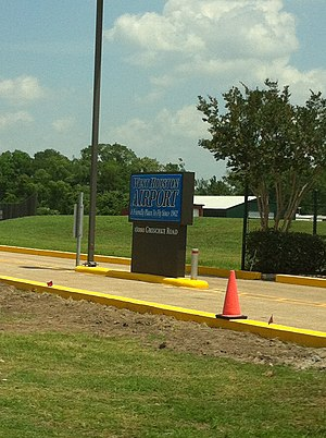 West Houston Airport - Image: IWS entrance sign
