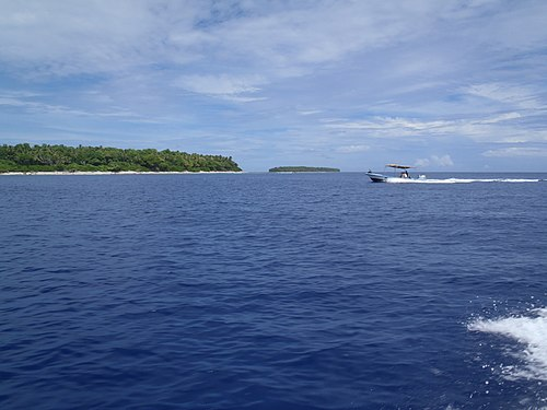 Inside the lagoon of Ant Atoll, southwest of Pohnpei (Federated States of Micronesia).jpg
