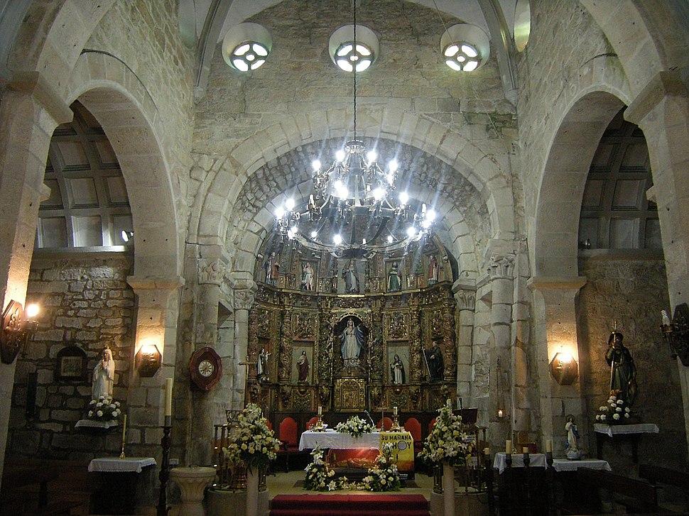 Interior da igrexa de Santa María de Bemil, Caldas de Reis
