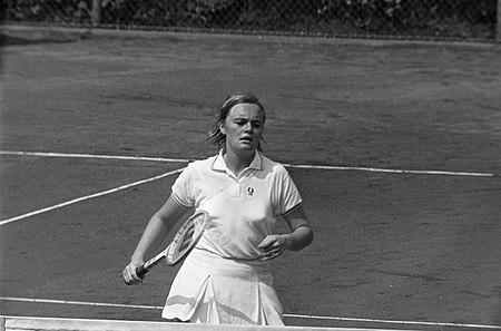 Internationale tenniskampioenschappen in Hilversum ( 't Melkhuisje ) Ada Bakker, Bestanddeelnr 923-7124.jpg