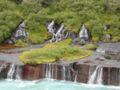 Islande cascade Hraunfossar face-2.jpg