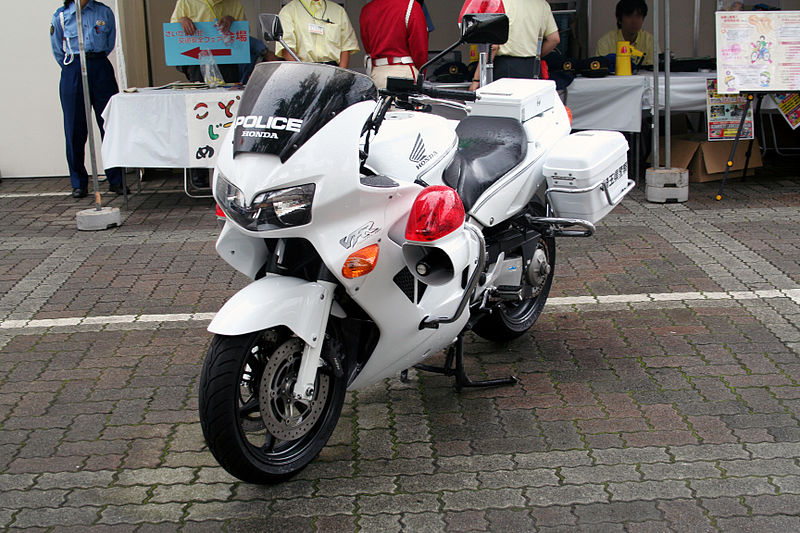 800px Japanese HONDA VFR800P police motorcycle