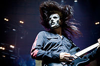 Jim Root at Allstate Arena 2009.jpg