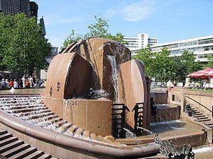 Joachim Schmettau - Erdkugelbrunnen (1984), Berlin-Charlottenburg, Breitscheidplatz