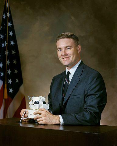 Astronaut candidate and research program manager John Bull, NASA photo Source: Wikipedia (www.jsc.nasa.gov unavailable September 2019) 384px-John_S._Bull.jpg