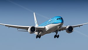 KLM Boeing 787-9 PH-BHI on short final at Schiphol (41344092082).jpg