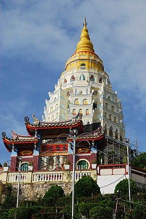 English: In 1930 the seven storey main pagoda ...