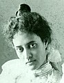 Kaiulani wearing pearl necklace, bust length, looking into the camera, bust length, undated.jpg