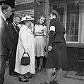 Koningin Wilhelmina bij het gebouw van de Verbruiks Coöperatie aan de Rosendaal…, Bestanddeelnr 900-4702.jpg