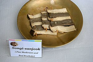 Sanjeok - Image: Korean cuisine Songi sanjeok Pine mushrooms and beef brochette 01