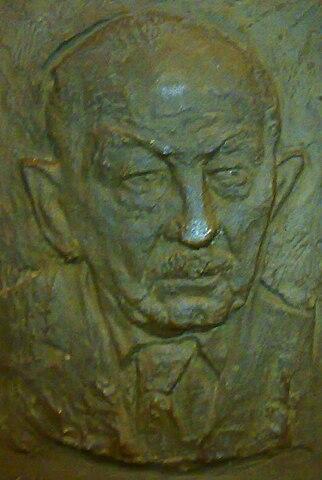 Tablica ku czci Józefa Kostrzewskiego w Rektoracie UAM w Poznaniu. Fot. Wikimedia Commons, autor: MOs810.