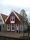 foto van Huis met zadeldak