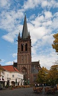 Krefeld, Hüls, St. Cyriakus, 2012-09 CN-02.jpg