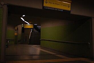 Once - 30 de Diciembre (Buenos Aires Underground) - Image: Línea H, pasillo para combinar con línea A en estación Once (Buenos aire, noviembre 2008)