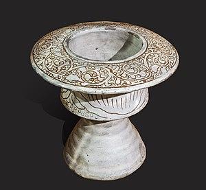 Datant porcelaine chinoise de traits du visage et ornements marque