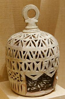 https://upload.wikimedia.org/wikipedia/commons/thumb/c/c2/Lantern_lamp_Met_39.40.87.jpg/225px-Lantern_lamp_Met_39.40.87.jpg