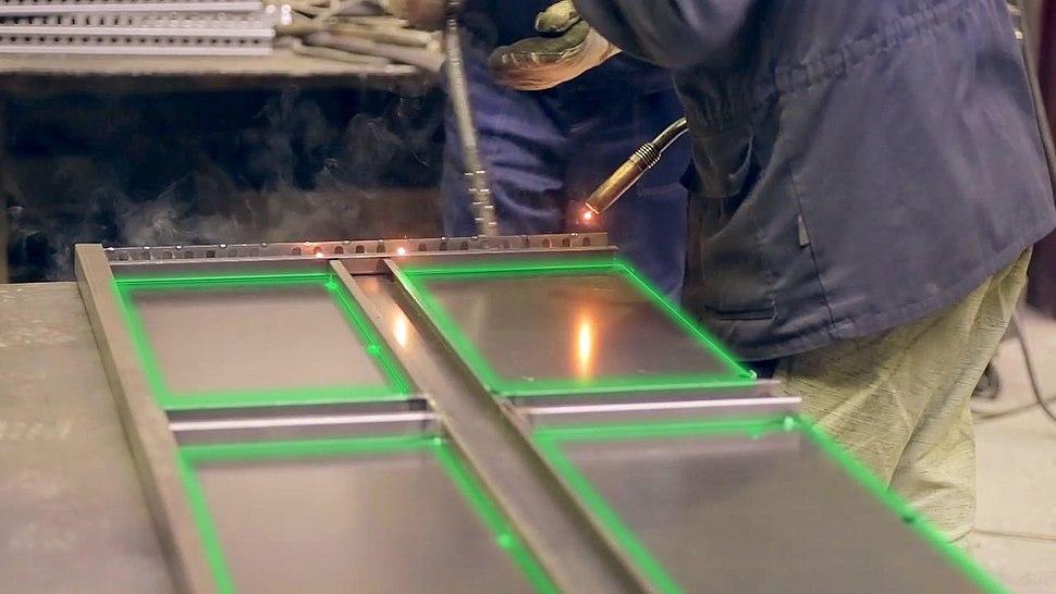 Laserprojector steel framing
